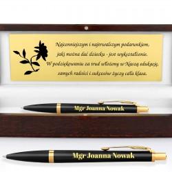 prezent dla magistra czarny długopis parker w drewnianym etui