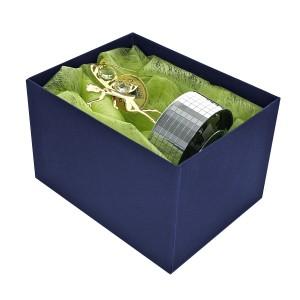 pudełko ze wstążką do zapakowania upominku