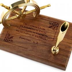 prezent dla marynarza stojak na długopis z grawerem